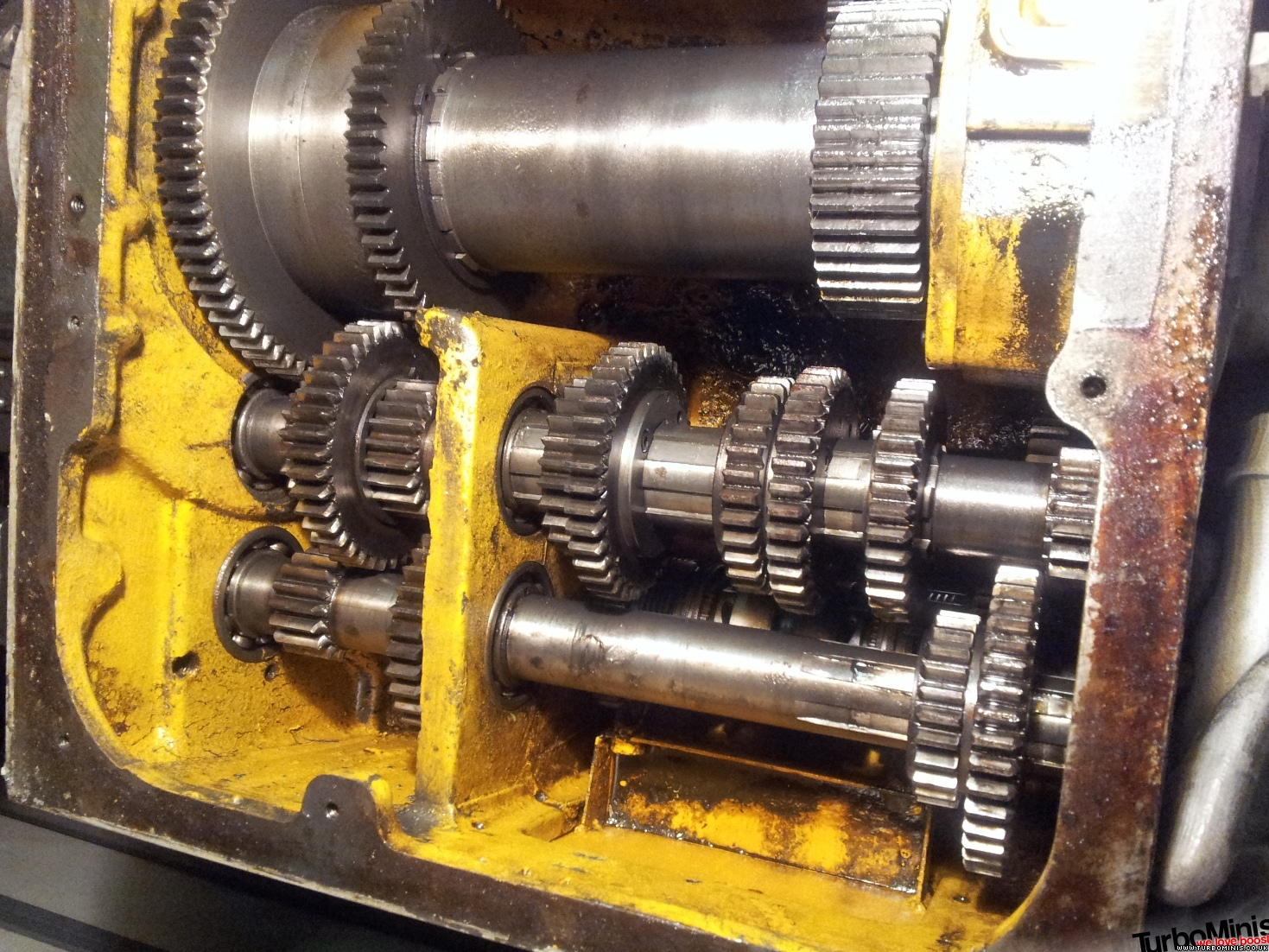 colchester lathe headstock rebuild - warning - scary gearbox